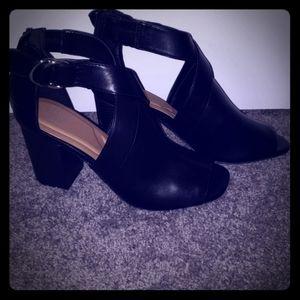 LIKE NEW comfortable heels